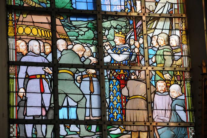Vitrail n°19 : « A l'exception des félons Ferrand et Renaud, le roi rend la liberté aux autres prisonniers »